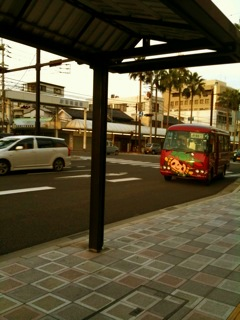 もーにバス。